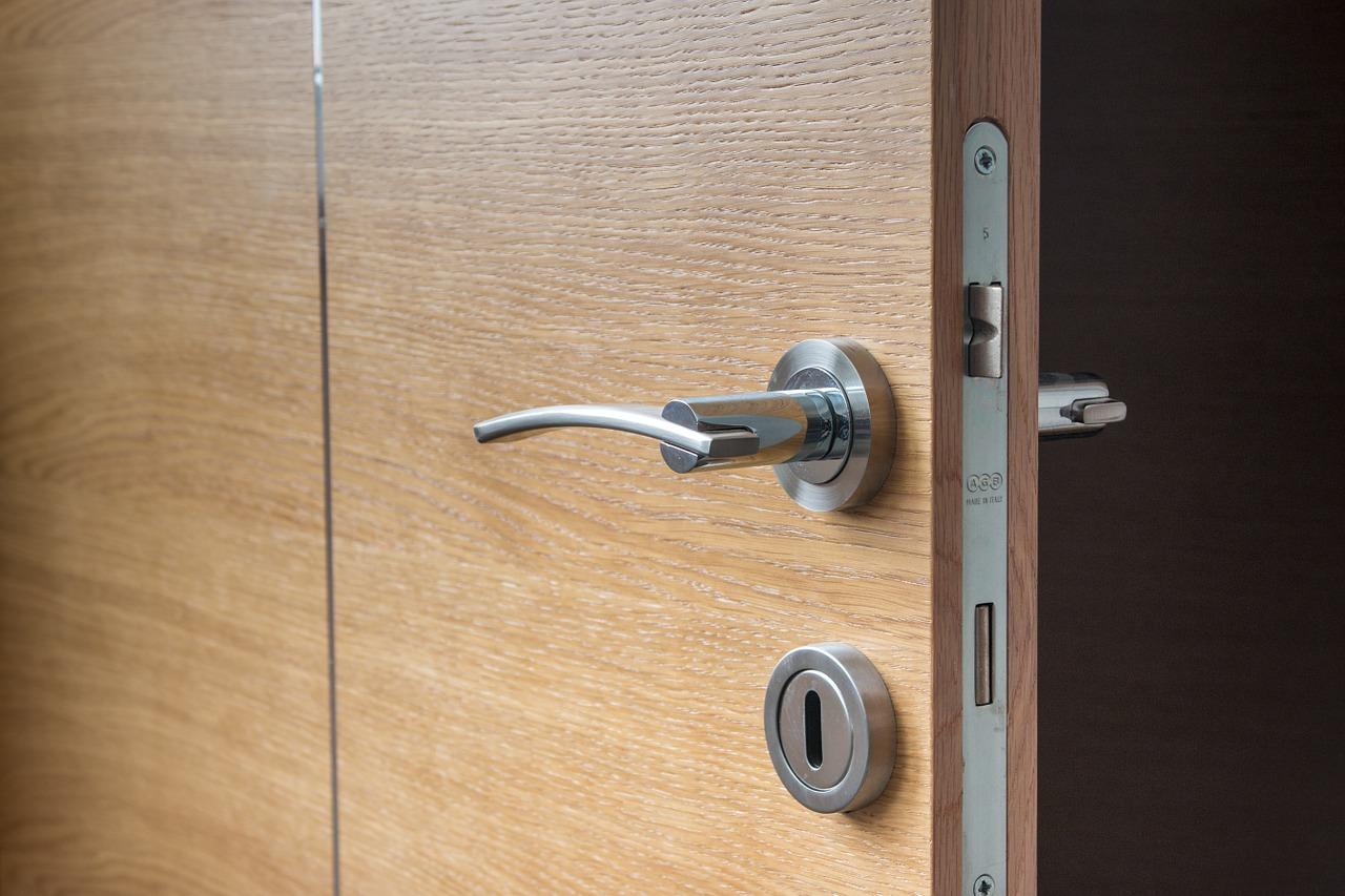 furnérozott beltéri ajtó
